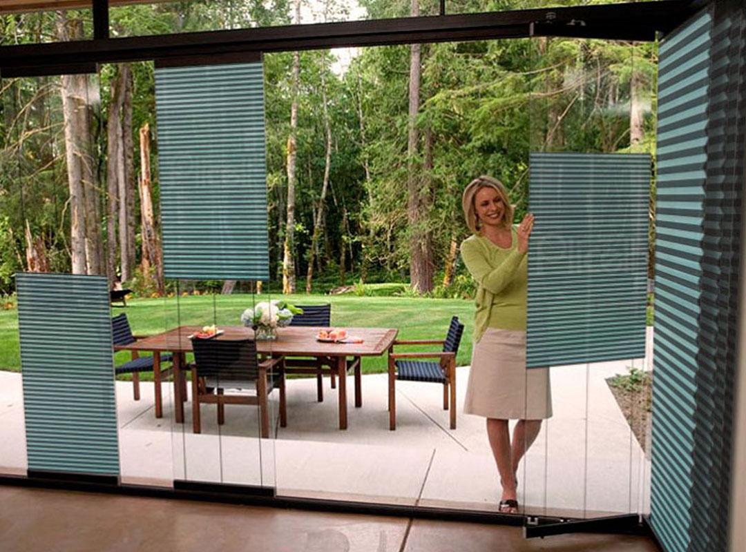Armoni perde mağazası müşterilerin ihtiyaç duydukları cam balkon perde çeşitlerini mağazada sergilemekte ve müşteri talepleri doğrultusunda yerinde ücretsiz keşif çalışması yaparak perde ölçülendirmesini gerçekleştirmektedir