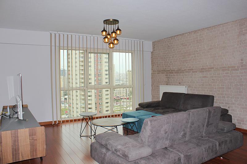 Dikey perdeler pratik kullanımlı ve ekonomiktir. Ev ve işyeri dekorasyonuna uygun renk seçeneği vardır.