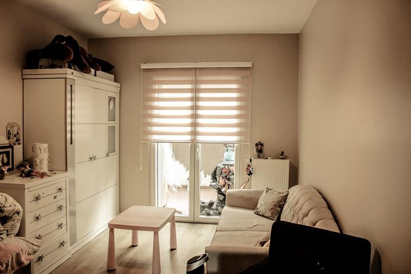 Düz pudra zebra perde özellikle çocuk odalarına uygulanır.