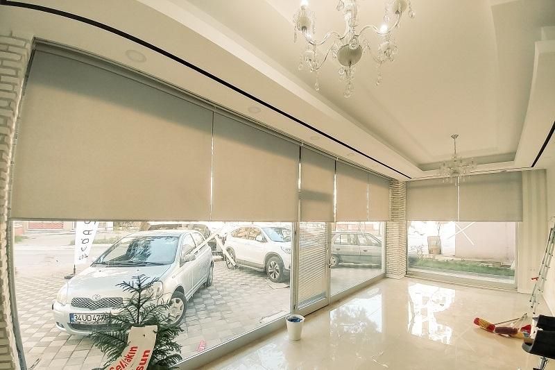 Stor perde modelleri içinde en çok bilinen ve satan kumaş mat polyester stor perdedir. Sınırsız bir kullanım alanı vardır.