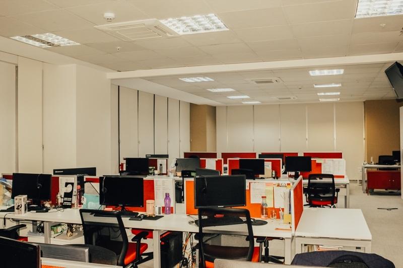 Stor perdeler evlerden çok ofis ve iş yerlerinde kullanılır. Bunun sebeplerinin başında kullanımının rahat olması ve fiyatının diğer modellere göre daha ucuz olmasıdır.