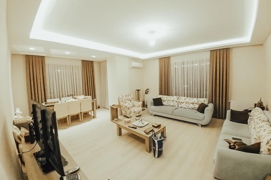 İstediğiniz renkte ve desende perdenizi diktirerek evinize daha modern ve daha ferah bir ortam katabilirsiniz.