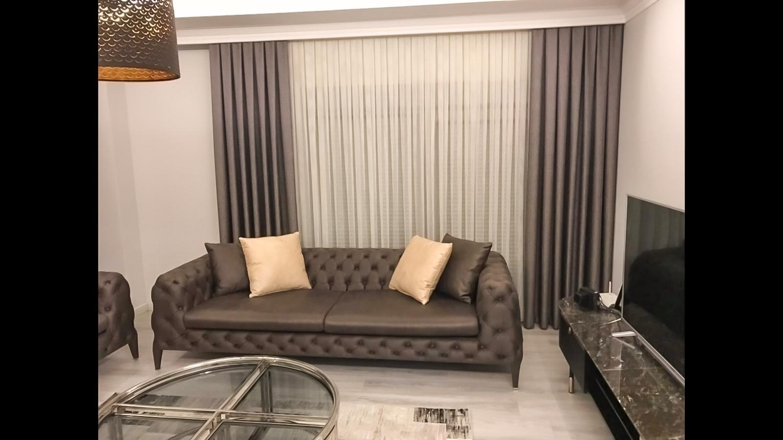 Dekorasyonları süslemesinin yanı sıra oldukça kullanışlı ve pratik olması da tül perdelerin ve fon perdelerin kullanıcılarının beğenisini ayrıca etkilemiştir.